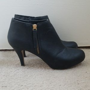Madden Girl Size 9 Black Heeled Booties